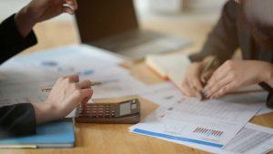 Hvilke skatter og avgifter må virksomheter forholde seg til?